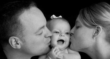 تقبيل الرضع قد يهدد حياتهم!